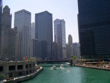 800px-Chicago_River_from_Michigan_Ave