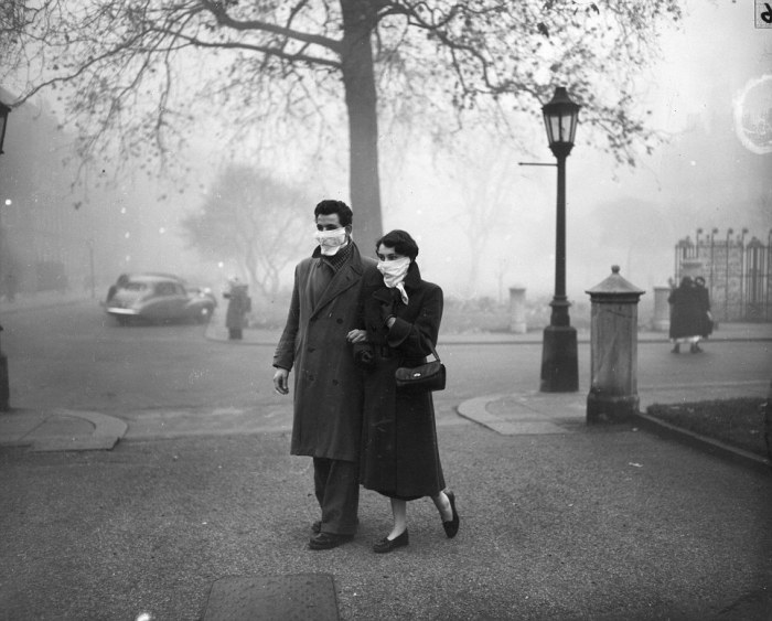 "A couple walking in London during the ""Great Smog"" of 1952 [Source: Daily Mail]"
