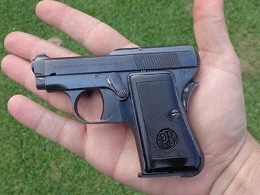 Size of the Beretta 418 compared to a man's hand